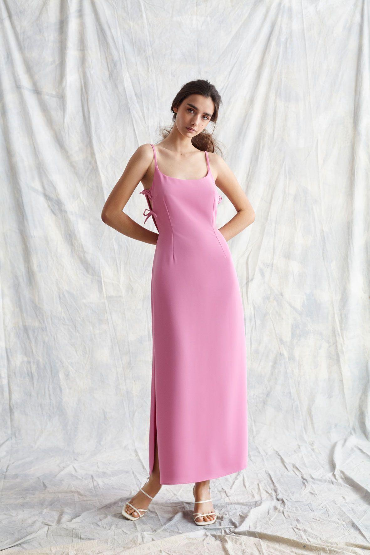 Vestido largo de escote redondo abierto