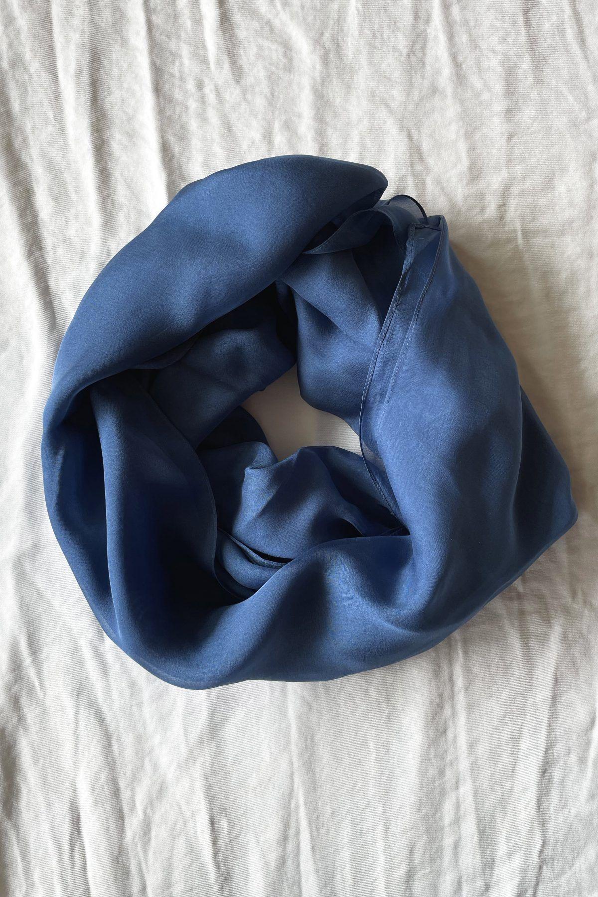 diseñadora-de-moda-Steel Blue Silk Shawl