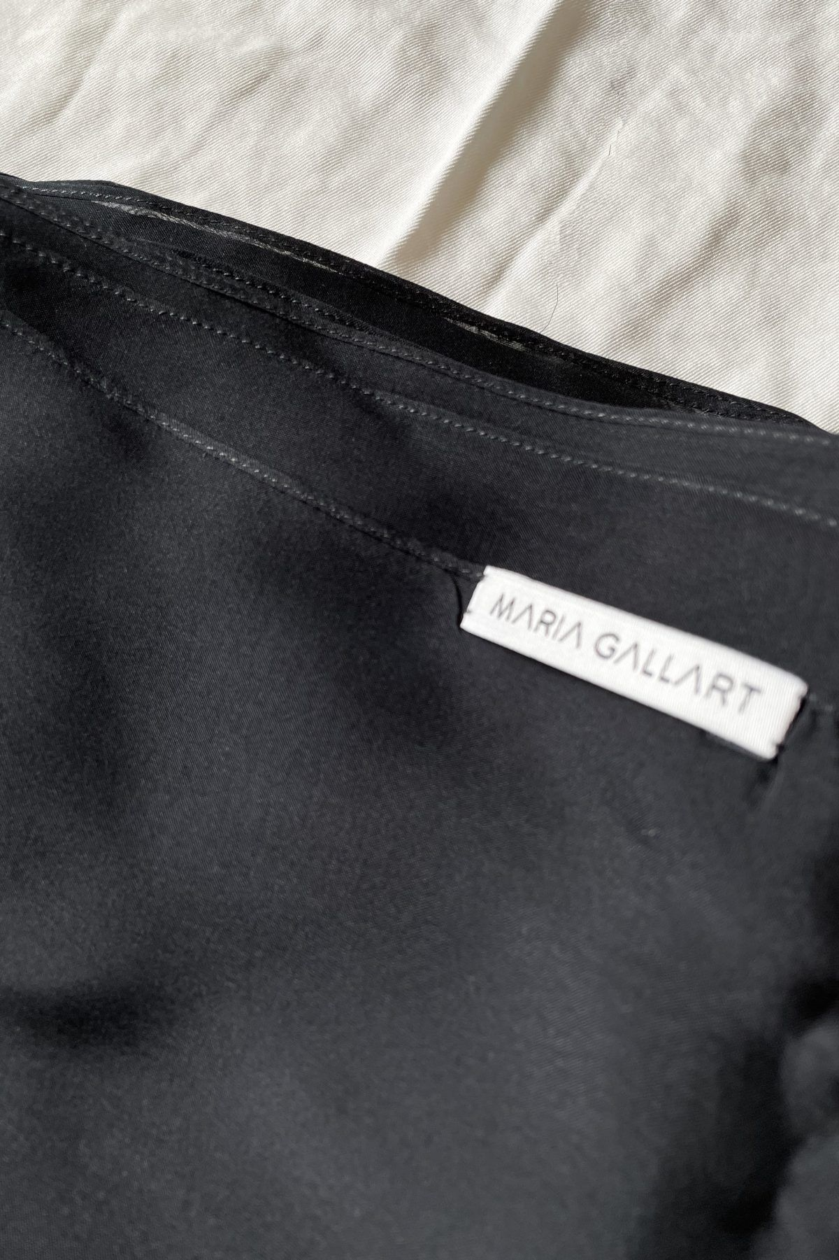 diseñadora-de-moda-Black Silk Shawl