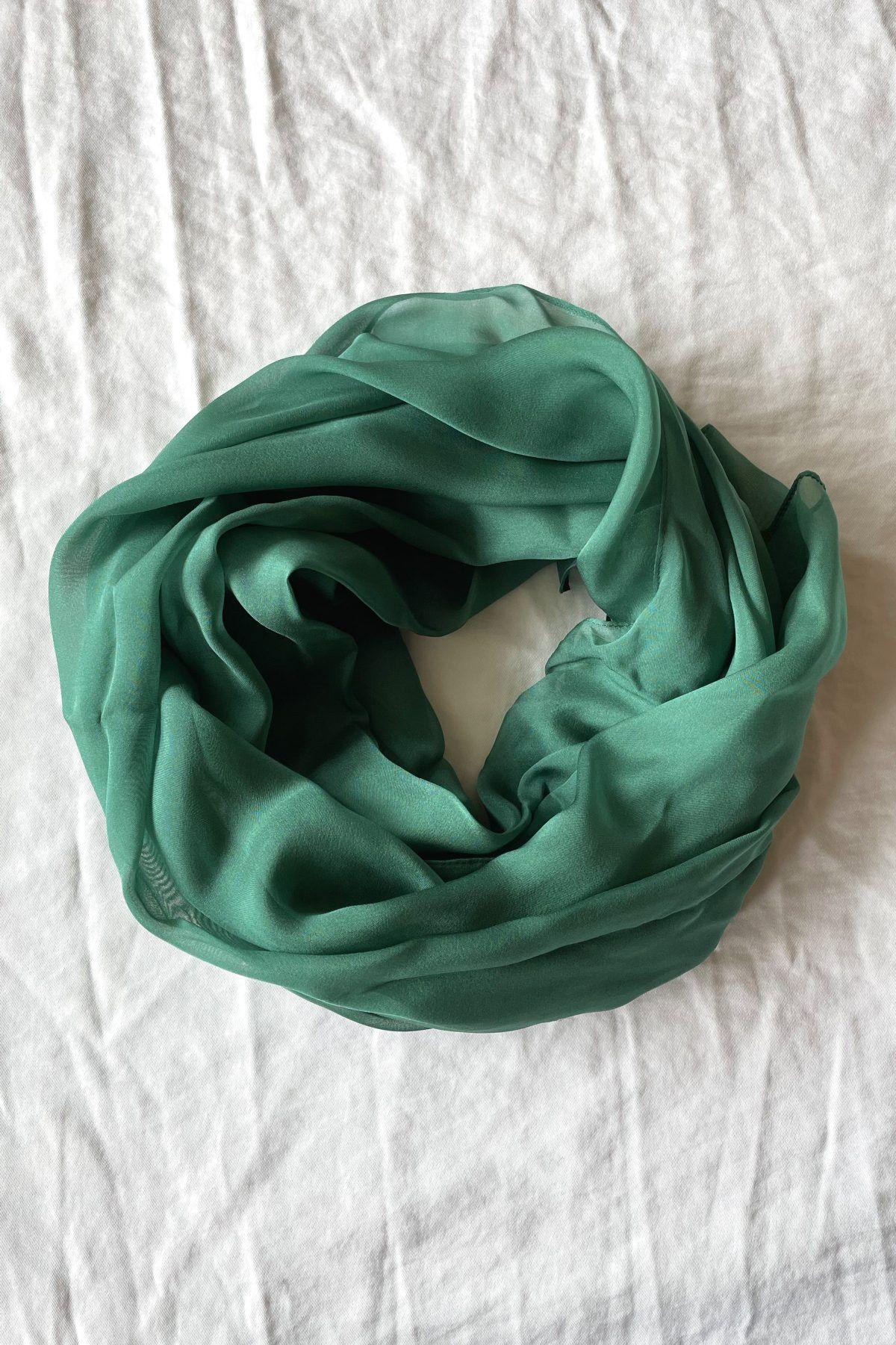 diseñadora-de-moda-Chal Seda Verde Lago
