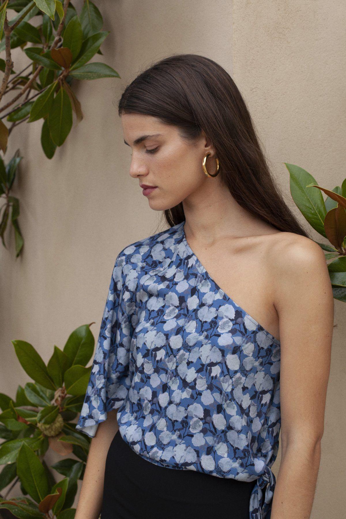 diseñadora-de-moda-Top Kaia Flores Azul